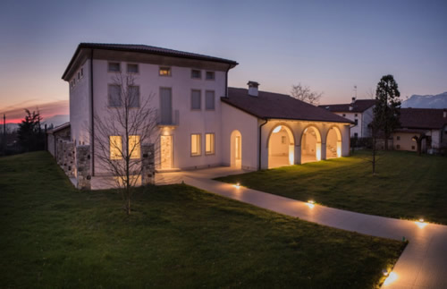 Illuminare l 39 esterno vialetto segnapassi o lampioncini gli specialisti dei led led di design - Illuminazione ingresso casa ...