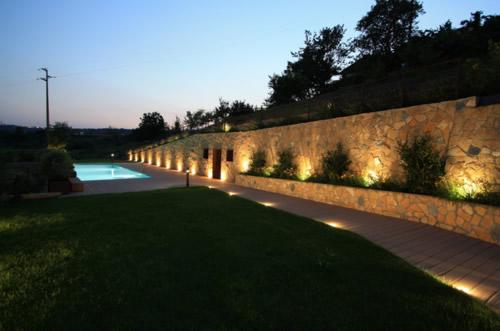 Illuminare l 39 esterno vialetto segnapassi o lampioncini for Faretti per esterno