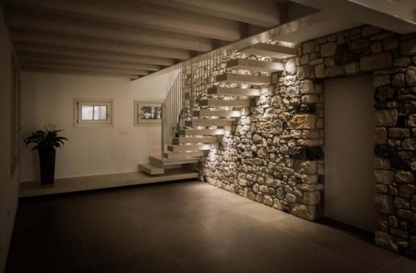 Vuoi sapere come illumino le scale dei miei clienti in maniera elegante e funzionale gli - Illuminazione scale interne led ...