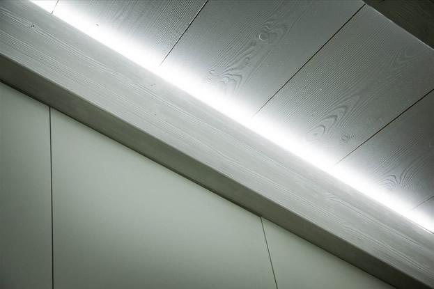 Illuminazione a led per soffitti in legno
